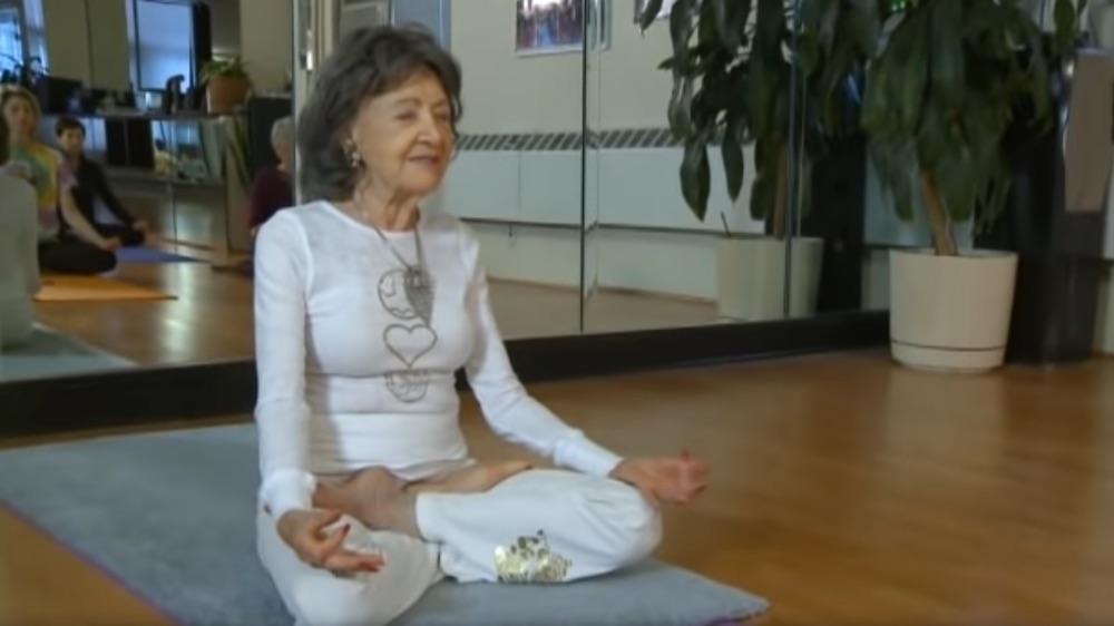 Une yogini de 92 ans