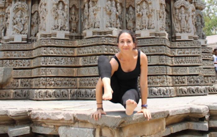 Hier, j'ai été prendre un cours de yoga collectif dans mon propre shala. Luxe ! Cela faisait des mois que je n'avais pas pratiqué en présence d'autres personnes, j'ai savouré chaque respiration comme jamais. Le reste du temps, je pratique seule et tel que me l'ont appris mes enseignants, chez moi ou au shala. Après quelques salutations guidées, on nous a laissé en faire une…tout seuls justement.