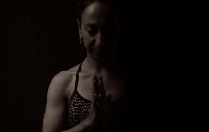 La pratique de l'ashtanga yoga consiste en un système complet et complexe, à plusieurs composantes (Tristana). Quand tous les paramètres sont en place, le pratiquant atteint alors un état de présence particulier, très transformateur sur le tapis et en dehors. Lorsque l'on retire un ou plusieurs de ces paramètres, le système n'est hélas plus opérant du tout. C'est le cas lorsqu'on n'est pas à sa pratique, ou lorsqu'on est mal enseigné. Aucune transformation profonde n'advient.