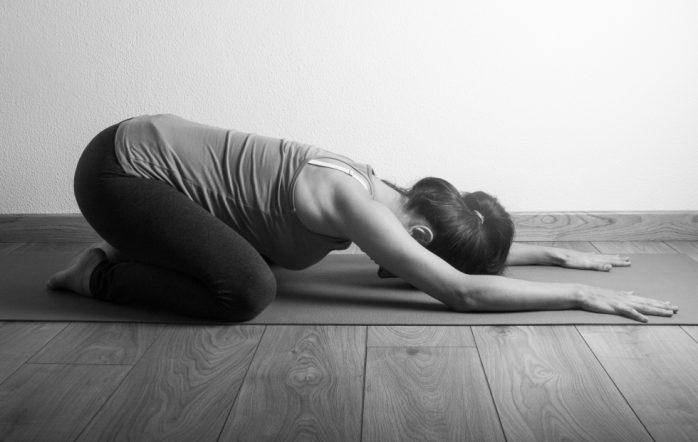 Si les a priori autour du « yoga » semblent quand même un peu dépassés de nos jours (« c'est ésotérique », « c'est pour les hippies », « c'est de la gym pour mamies » etc.), le yoga ashtanga, lui, souffre encore trop souvent d'une très mauvaise réputation. Alors que j'écris ces lignes, enceinte de 8 mois, cela me navre d'autant plus que c'est uniquement cette méthode de yoga qui m'a vraiment transformée et soutenue plusieurs années avant ma grossesse, et également pendant.