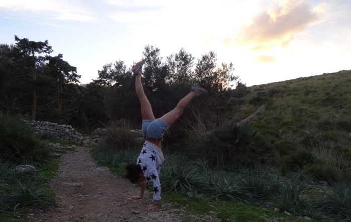 Il y a quelques mois, j'ai vécu une expérience qui a changé complètement ma manière d'appréhender ma pratique de yoga, et la vie en général. Je me suis blessée. Jusque-là, hormis une tendinite à l'épaule dans mes débuts en tant qu'enseignante, j'étais plutôt « bénie ».
