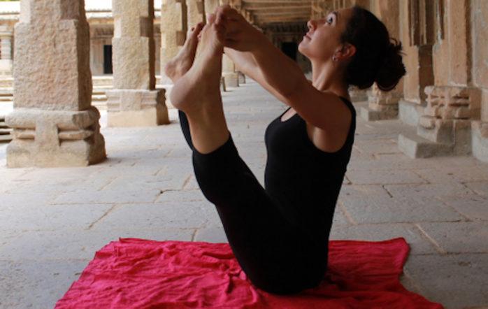 La pratique du yoga doit se faire de manière quotidienne – très régulière – sur une longue période de temps, et de manière ininterrompue. Telle est la recommandation de base – on remarquera au passage que le yoga est un art exigeant...