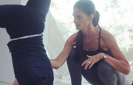 Kia Naddermier pratique quotidiennement le yoga ashtanga depuis plus de 25 ans. D